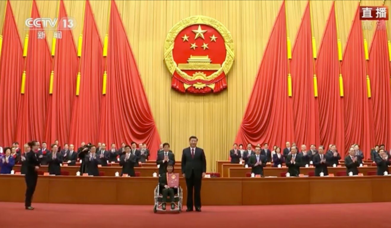 The president presented awards and certificates to cadres, academics, school principals and others in recognition of their contributions. Photo: CCTV